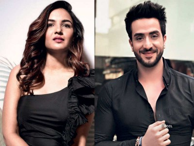 BB14: Jasmin Bhasin ready to take loan of Rs. 2 crores for Aly Goni