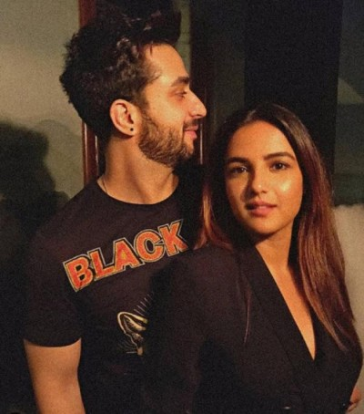 Jasmin Bhasin pens note expressing feelings for Aly Goni