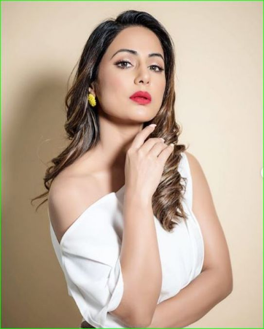 Hina Khan's new red lipstick is what you needed to look perfect