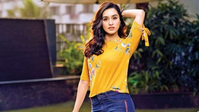 Video: Shraddha stunned everyone, narrates dialogues in British and Russian style