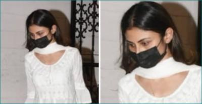 Best friend Mouni Roy arrives to join Mandira Bedi's grief
