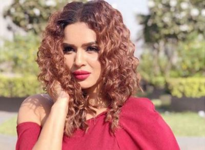 Romantic photos of Aashka Goradia with husband came to the fore