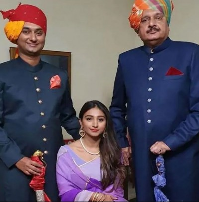 Mohena Kumari wishes father in this style on his birthday