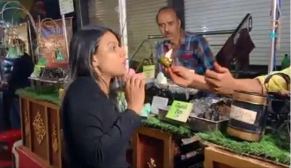 Video : इंदौर में निया शर्मा ने खाया फायर पान, ऐसी हो गई हालत