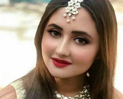 Rashmi Desai's latest video went viral on social media, received so many views