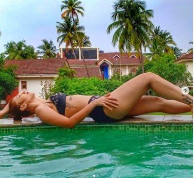 Jasline Matharu wearing a black bikini, was seen torching the water