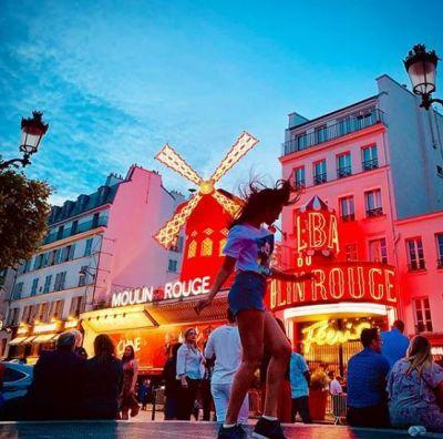 स्विट्जरलैंड के बाद पेरिस में एन्जॉय कर रही है यह एक्ट्रेस