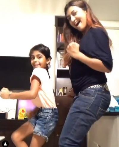 TV actress Juhi Parmar dances with her daughter on 'Slow Motion'!