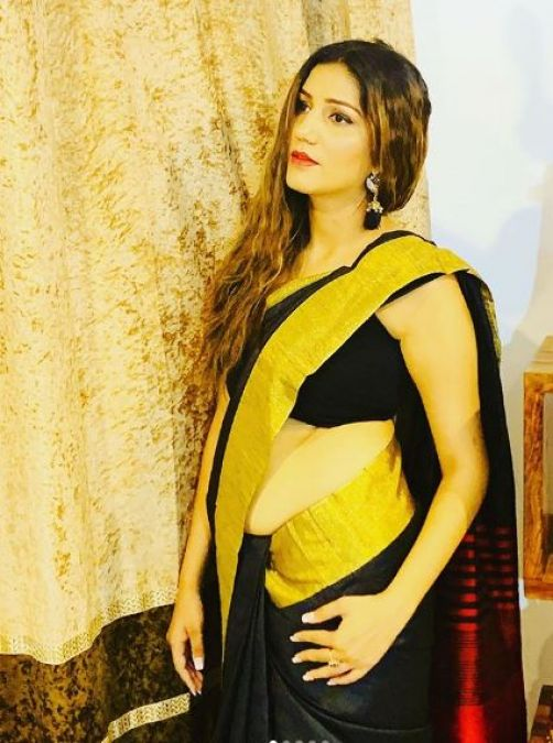 Sapna Choudhary looked beautiful in black saree with the golden border!