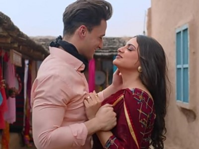 Photos: Bigg Boss 13 duo Asim Riaz, Himanshi Khurana look madly in love with each other
