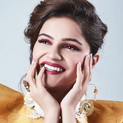 TV star Rubina Dilaik shares video from simple look to glamourous glow just a hair flip