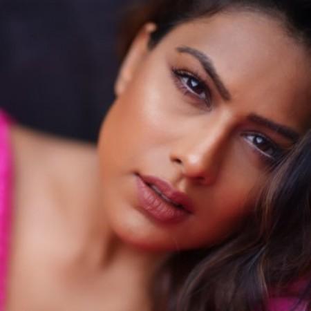 निया शर्मा ने एक बार फिर अपनी हॉटनेस से बढ़ाया सोशल मीडिया का तापमान, हर एक फैन हुआ दीवाना