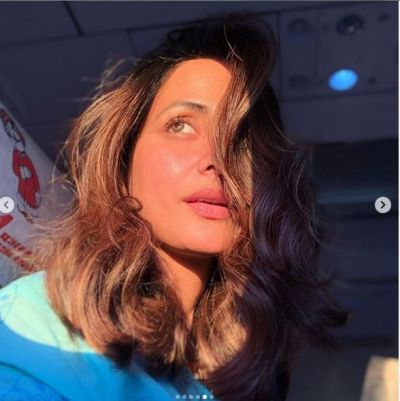 With glow on cheeks, Hina Khan looked very sexy