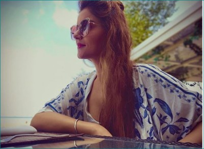 Rubina Dilaik enjoying holiday with starfish in blue bikini