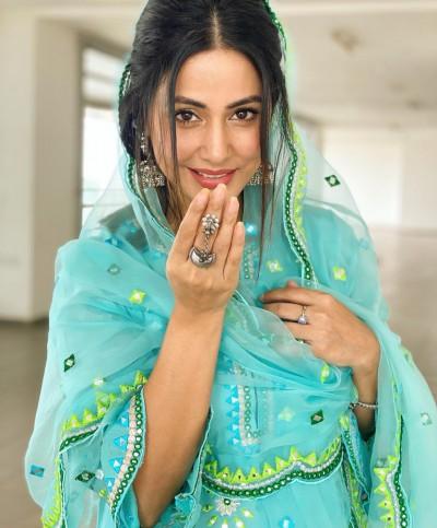 Abhinav Shukla's comment on Hina Khan cool style post
