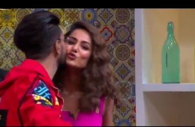 Video: रियलिटी शो में बॉयफ्रेंड रॉकी ने किया हिना खान को किस, देखते रह गए प्रियांक