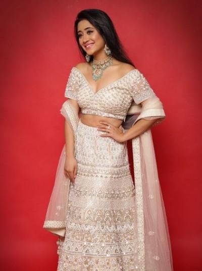 Shivangi Joshi is making momos at home