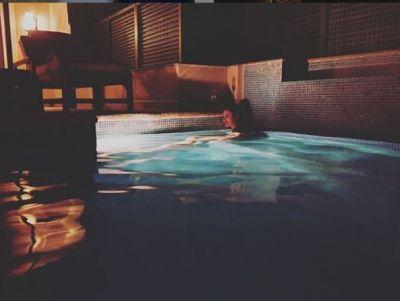 रात में नहाते हुए मौनी रॉय ने शेयर की अपनी तस्वीर, इंटरनेट पर मचा रही कोहराम