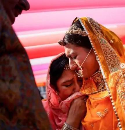 विदाई की फोटोज शेयर कर मोहिना कुमारी ने किया माँ को विश