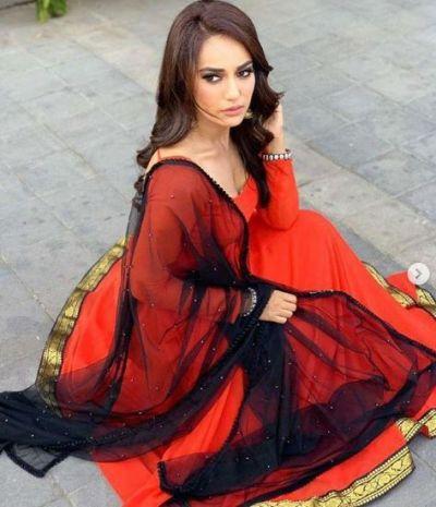 अनारकली सलवार कमीज में बहुत खूसबूरत नजर आईं सुरभि ज्योति