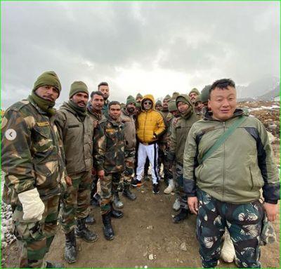 तवांग महोत्सव में अपनी को-स्टार संग पहुंचे कपिल, भारतीय सैनिकों संग शेयर की तस्वीर