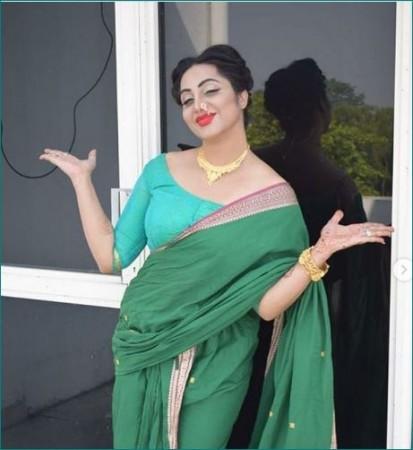 कोरोना संक्रमित हुईं अर्शी खान, एयरपोर्ट पर फैन ने चूमा था हाथ