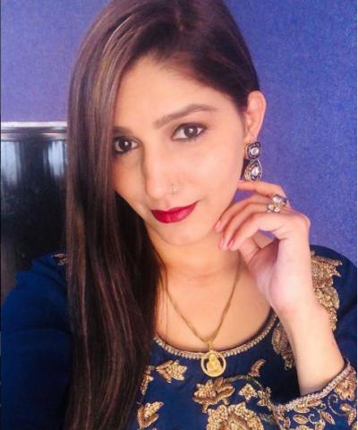देसी क्वीन बनी सपना ने अपनी मुस्कान से लुटे लाखो दिल