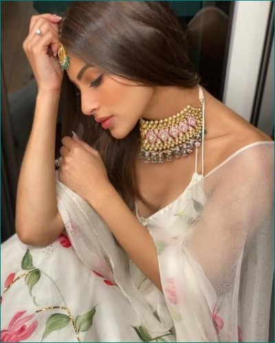 Mouni Roy looks stunning in floral ivory lehenga, Check out pics