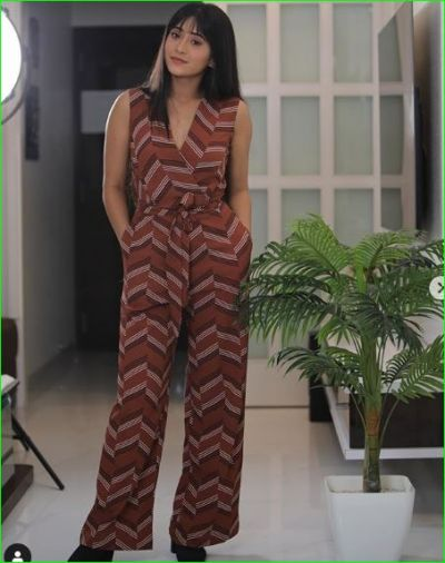 Naira looks very attractive in long hair and sexy jumpsuit, check out pic here