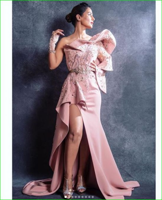 बेबी पिंक ड्रेस पहनकर हिना खान ने लगाया ग्लैमरस का तड़का