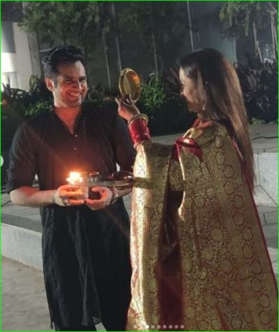 पारुल चौहान से गिन्नी चतरथ तक रोमांटिक अंदाज में नयी दुल्हनों ने मनाया करवाचौथ