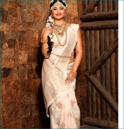 Rashmi Desai looks diva in new bridal photoshoot | News Track Live, NewsTrack English 1