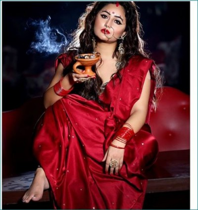 Checkout the Bengali look of diva Rashmi Desai