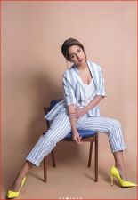 Hina Khan flaunts her sexy cleavage in a new photoshoot