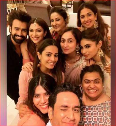Urvashi Dholakia, Mouni Roy, Anita Hassanandani, Krystle D'Souza Celebrate Ganesh Chaturthi With Ekta Kapoor
