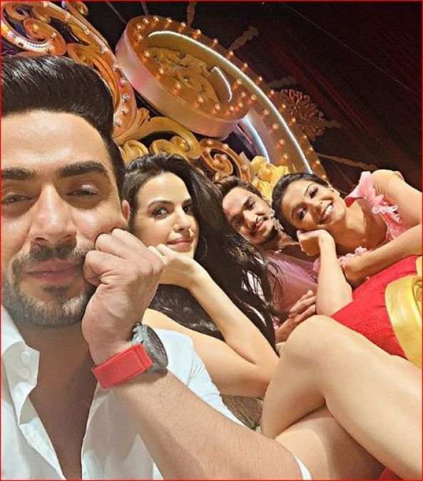 Aly Goni Has An Emotional Breakdown On-Stage, Says He Can't See Natasa Crying