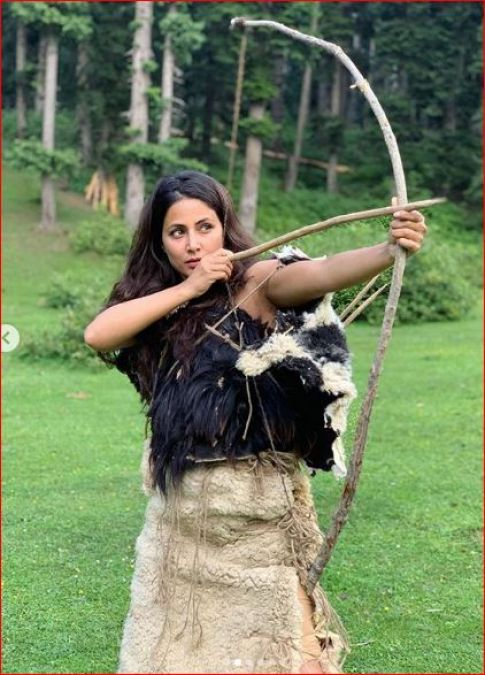 Hina Khan was seen sporting a bow and arrow, shares photos from the set of this film