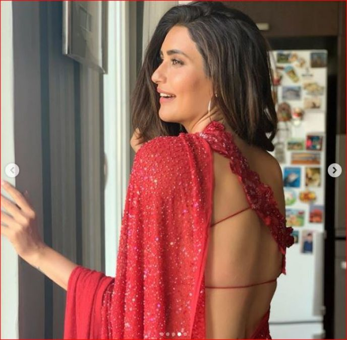 Karishma Tanna stuns in red sari, check out picture here