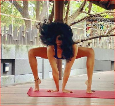 This actress once again made headlines by posting her yoga photos