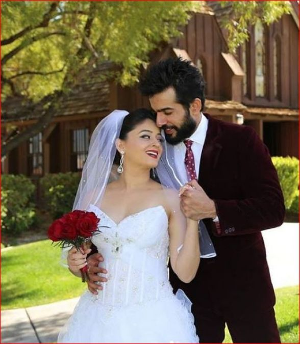 Today this cute couple of TV will reveal their daughter's name, stay updated