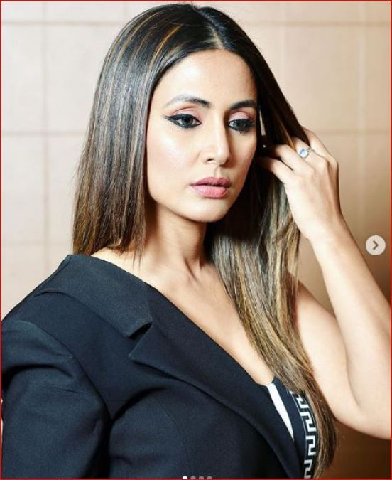 Hina Khan sets Instagram on fire in a black and white dress