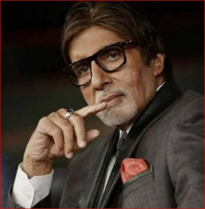 Big B reveals why he use middle finger to use mobile