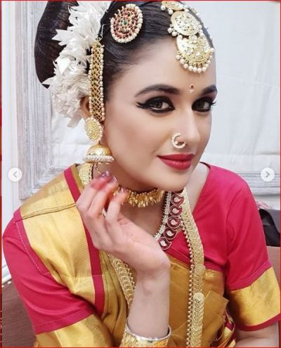 In a Kanjeevaram sari and sexy make-up, Yuvika looked beautiful with a cute nosepin