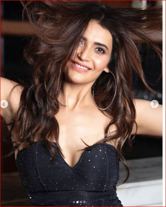 Karishma Tanna's Hot Pictures in Black Dress Sets Internet on Fire