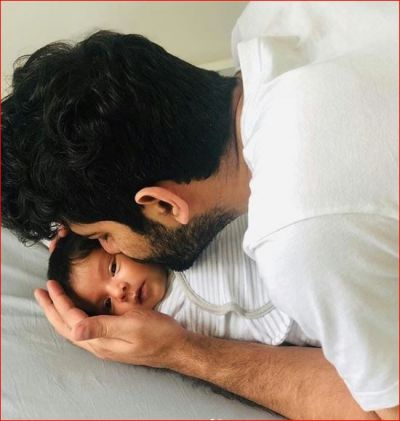 This actor's daughter turns 3 months old, expressed happiness by sharing her picture