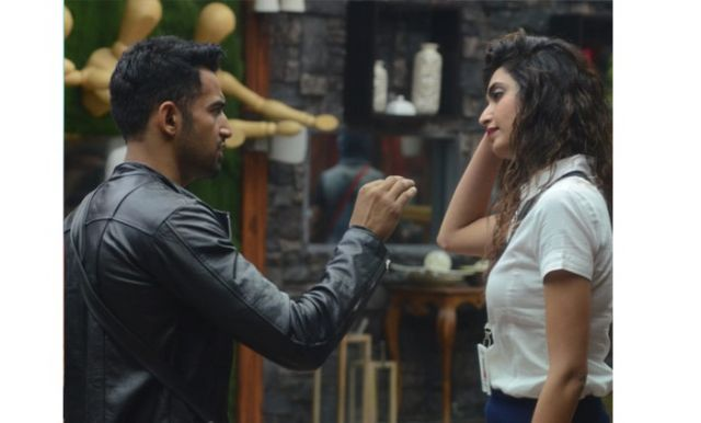 Upen Patel and Karishma Tanna were captured fighting on the street