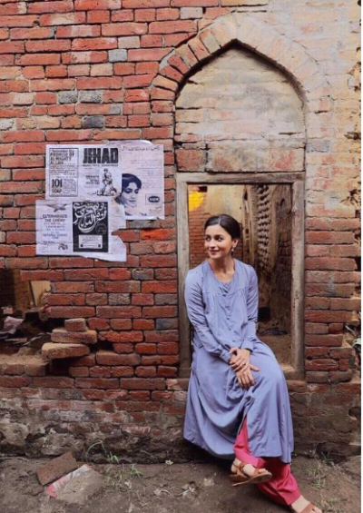 Alia Bhatt clicked in  behind-the-scenes from the sets of 'Raazi'