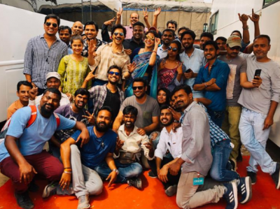 Varun Dhawan shares a photo from the sets of his movie 'Sui-Dhaaga'