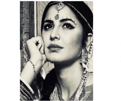 Katrina Kaif looks absolutely stunning in this bride look