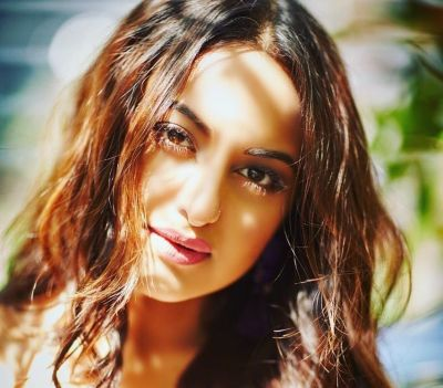Sonakshi to recreate Helen's another Song in Total Dhamaal